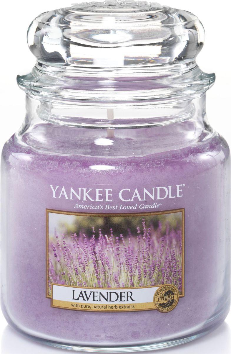 Ароматическая свеча Yankee Candle Лаванда / Lavender, 25-45 ч1043421EАроматическая свеча Yankee Candle не только окутает вас волшебным ароматом, но еще и прекрасно впишется в интерьер. Использовать изделие можно как в доме, так и на веранде или в саду. Свеча в стеклянной банке с крышкой выполнена из высокоочищенного парафина с добавлением натуральных эфирных масел. Стекло делает горение свечи безопасным.Описание ароматической композиции: роскошный и одновременно успокаивающий букет лаванды.Верхняя нота: Озон, Эвкалипт, Шалфей.Средняя нота: Свежая лаванда, Тимьян, Розмарин.Базовая нота: Мускус; Древесные, Восточные, Ванильные, Сливочные Ноты; Пачули.