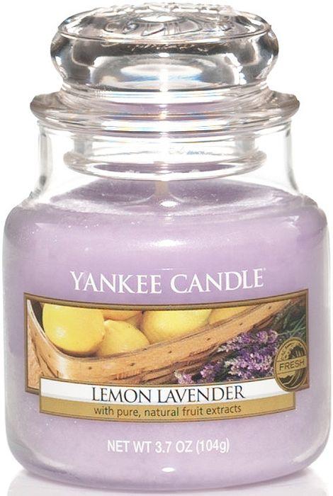 Ароматическая свеча Yankee Candle Лимон и лаванда / Lemon Lavender, 25-45 ч1073483ЕАроматическая свеча Yankee Candle не только окутает вас волшебным ароматом, но еще и прекрасно впишется в интерьер. Использовать изделие можно как в доме, так и на веранде или в саду. Свеча в стеклянной банке с крышкой выполнена из высокоочищенного парафина с добавлением натуральных эфирных масел. Стекло делает горение свечи безопасным.Описание ароматической композиции: насыщенный аромат смеси лимонных цитрусовых и сладких цветов лаванды.Верхняя нота: Мандарин, Лимон, Лаванда.Средняя нота: Фруктовые ноты, Апельсин, Петитгрейн, Эвкалипт.Базовая нота: Ваниль, Оттенки специй.