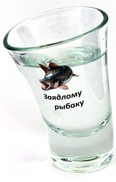 Рюмка Эврика Заядлому рыбаку95394Оригинальный сувенир - стеклянная рюмка причудливой пьяной формы. Упаковка - пластиковая прозрачная туба.Размеры рюмки: 8 х 5.5 х 4.5 см.