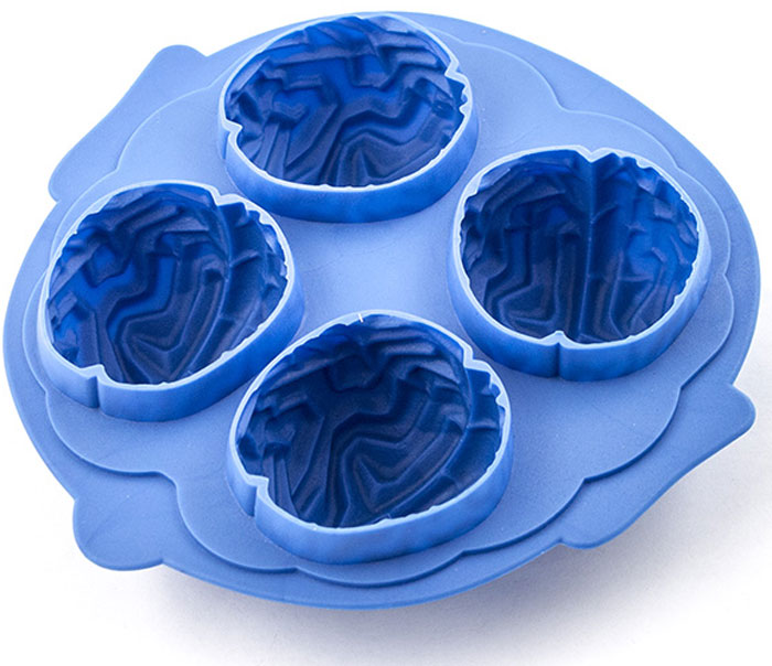 Форма для льда Эврика Мозги, цвет: синий96868Актуальный подарок для любителей вечеринок. Достаточно налить в форму чистую питьевую воду, поставить форму в морозильную камеру, и через полчаса у вас получатся забавные фигурки для украшения коктейлей. Гибкая силиконовая форма позволяет легко извлечь лёд, не сломав хрупкие фигурки. Если перед извлечением обдать дно формочки горячей водой, фигурки легко выскользнут из формы прямо в стакан. Материал: силикон Упаковка: прозрачный пластик Bec 0,097 – 0,123кг