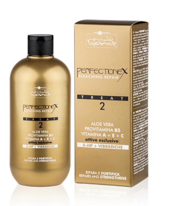 """Hair Company Professional Inimitable Blonde Perflectionex Bleaching Repair Treat 2 Фаза 2, восстановление после окрашивания и осветления волос, 500 мл256043/LB12502 RUSСистема perfectionex - это революционное средство, которое защищает и восстанавливает волосы после особо агрессивных технических процедур. Состоит из двух средств: - при добавлении к обесцвечивающему средству """"treat 1"""" обеспечивается защита волос благодаря двум эксклюзивным активным веществам последнего поколения: - vibrariche и x-hp, которые обволакивают волос изнутри, защищают его и восстанавливают внутренние связи волосяного волокна. - при использовании """"treat 2"""" непосредственно после обесцвечивания обеспечивается глубокое восстановление волос также благодаря высокоэффективному витаминному концентрату. Способ применения фазы 2: - после использования """"treat 1"""" нанесите примерно 15 мл """"treat 2"""". используя специальный дозатор. Внимание: - данное значение усредненное и может меняться в зависимости от густоты и длины волос. - оставьте минимум на 10 минут. - выполните ополаскивание волос водой. - далее промойте их с шампунем. - для завершения ухода за волосами нанесите маску - inimitable color post treatment. Объем: 500 мл"""