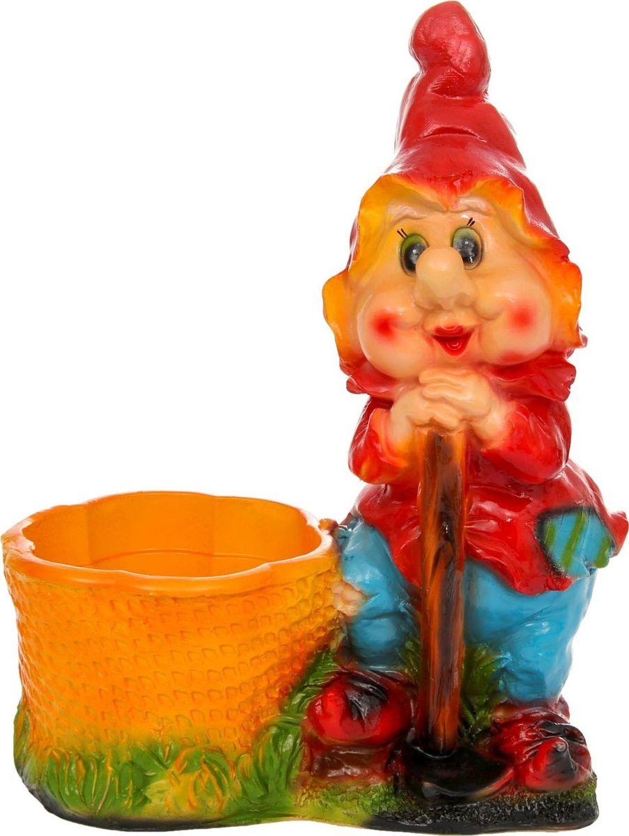 Кашпо Гном с лопатой, 36 х 21 х 50 см1121771Яркая забавная фигура оживит пространство сада или огорода. Гномики будут охранять урожай и приносить удачу.Гномов лучше располагать рядом с зеленью. Эффектно смотрится семейка или компания из нескольких фигур, особенно если подсветить такую композицию садовыми фонариками.Фигурное кашпо Гном с лопатой может служить горшком для растений. Удивите гостей и порадуйте близких — поселите у себя в саду весёлого жильца.