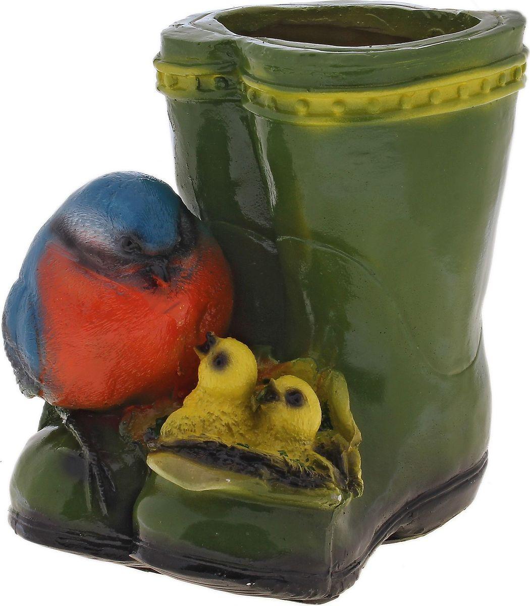 Кашпо Синички на сапоге, 18 х 14 х 20 см644541Комнатные растения — всеобщие любимцы. Они радуют глаз, насыщают помещение кислородом и украшают пространство. Каждому из растений необходим свой удобный и красивый дом. Поселите зелёного питомца в яркое и оригинальное фигурное кашпо. Выберите подходящую форму для детской, спальни, гостиной, балкона, офиса или террасы. #name# позаботится о растении, украсит окружающее пространство и подчеркнёт его оригинальный стиль.