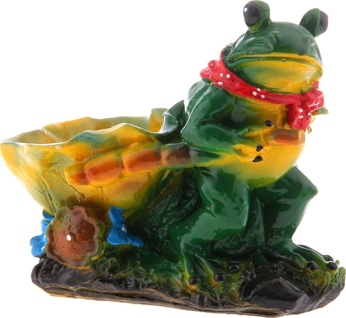 Кашпо Лягушка с лилией, 13 х 19 х 19,5 см728517Комнатные растения — всеобщие любимцы. Они радуют глаз, насыщают помещение кислородом и украшают пространство. Каждому из растений необходим свой удобный и красивый дом. Поселите зелёного питомца в яркое и оригинальное фигурное кашпо. Выберите подходящую форму для детской, спальни, гостиной, балкона, офиса или террасы. #name# позаботится о растении, украсит окружающее пространство и подчеркнёт его оригинальный стиль.