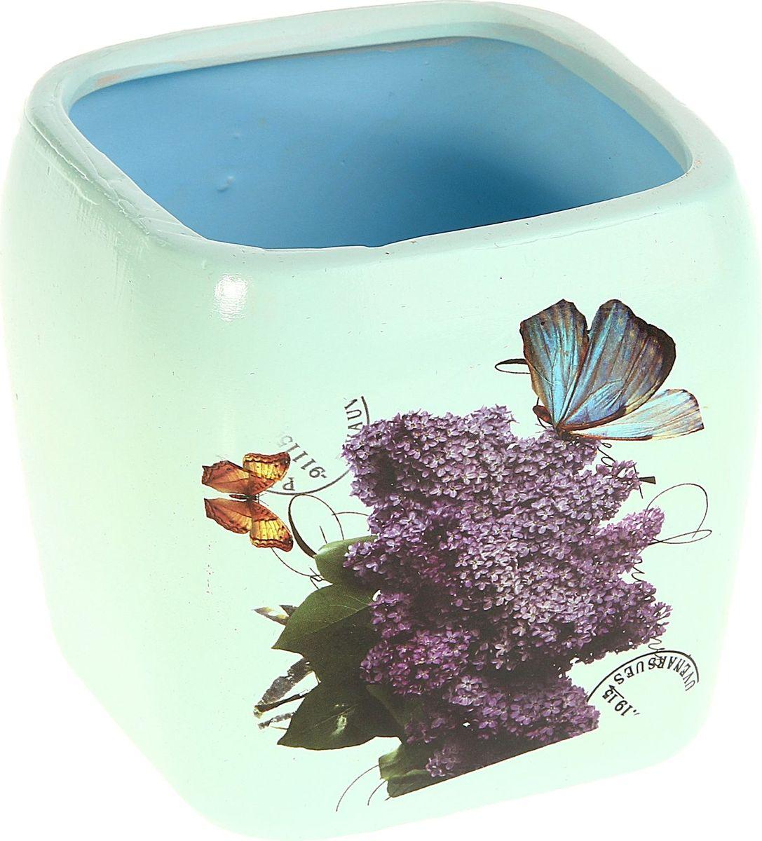 Кашпо Сирень. Квадрат, цвет: голубой, 10 х 10 х 10 см829748Комнатные растения — всеобщие любимцы. Они радуют глаз, насыщают помещение кислородом и украшают пространство. Каждому из них необходим свой удобный и красивый дом. Кашпо из керамики прекрасно подходят для высадки растений: за счёт пластичности глины и разных способов обработки существует великое множество форм и дизайновпористый материал позволяет испаряться лишней влагевоздух, необходимый для дыхания корней, проникает сквозь керамические стенки! #name# позаботится о зелёном питомце, освежит интерьер и подчеркнёт его стиль.