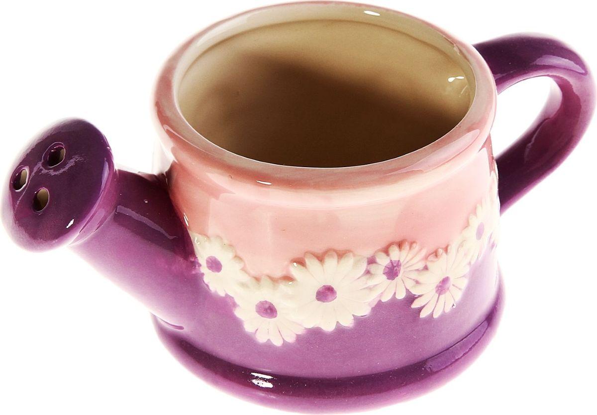 Кашпо-лейка Цветочное, цвет: фиолетовый, 8 х 14 х 6 см829864Комнатные растения — всеобщие любимцы. Они радуют глаз, насыщают помещение кислородом и украшают пространство. Каждому из них необходим свой удобный и красивый дом. Кашпо из керамики прекрасно подходят для высадки растений: за счёт пластичности глины и разных способов обработки существует великое множество форм и дизайновпористый материал позволяет испаряться лишней влагевоздух, необходимый для дыхания корней, проникает сквозь керамические стенки! #name# позаботится о зелёном питомце, освежит интерьер и подчеркнёт его стиль.