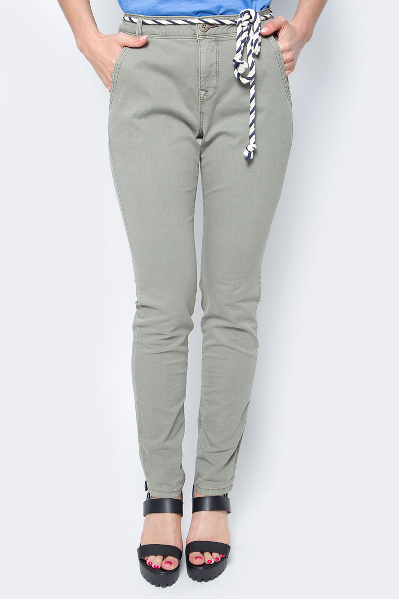Брюки женские Tom Tailor, цвет: серый. 6404885.09.71_7771. Размер XS (42)6404885.09.71_7771Женские брюки Tom Tailor, стилизованные под джинсы, изготовлены из эластичного хлопка. Брюки на талии застегиваются на пуговицу, так же предусмотрена ширинка за застежке-молнии. Модель на талии дополнена шлевками для ремня и оригинальным пояском. По бокам имеются два втачных кармана, а сзади - два прорезных кармана.Такие брюки великолепно дополнят базовый гардероб современной и уверенной в себе девушки.