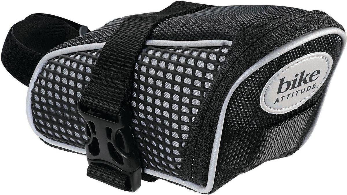 Велосумка Bike Attitude 1162M, под седло, цвет черный, 18 х 9 смDBGS-1162M-BA01Велосумка Bike Attitude 1162М незаметно размещается под седлом, надежно закрепляясь за рамки седла и подседельный штырь ремешками с двойной липучкой. Износостойкий материал сумки и молнии не пропускают пыль, вы можете смело перевозить в ней ключи и инструменты. Для вашей большей безопасности, на сумку нанесены светоотражающие элементы.Размер: 18 х 9 см.
