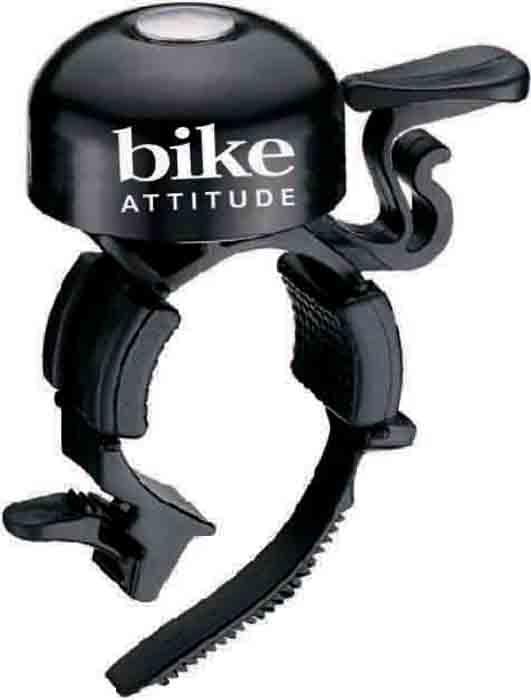 Звонок велосипедный Bike Attitude B777AP, на руль 22,2 мм, цвет: черныйDLL0-B777AP-5B02Громкий и узнаваемый звук велосипедного звонка Bike Attitude B777AP поможет обозначить себя на дороге и сделать движение более безопасным. Широкий язычок звонка удобен при использовании даже в перчатках. Звонок устанавливается на рули диаметром от 19 до 26,4 мм. Для рулей от 19 до 26,4 ммBike Attitude – это крупнейший Тайваньский производитель высококачественных велосипедных аксессуаров и запчастей. Уже более 10-и лет Bike Attitude представляет свои товары в 15 странах мира.