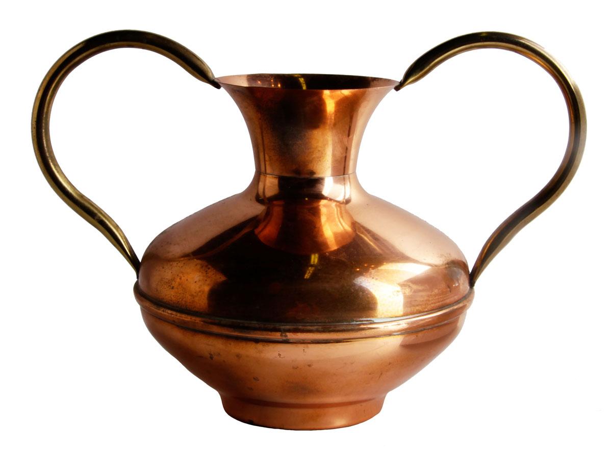 Кувшин для молока/вина в классическом стиле. Медь, латунь, чеканка. Франция, Villedieu, середина XX века