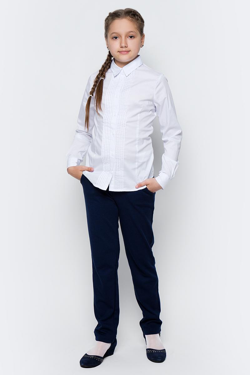 Блузка для девочки Button Blue, цвет: белый. 217BBGS22030200. Размер 134, 9 лет217BBGS22030200Блузки для школы купить не сложно, но выбрать модель, сочетающую прекрасный состав, элегантный дизайн, привлекательную цену, не так уж и легко. Блузка изготовлена из качественной смесовой ткани. Модель с длинными рукавами и отложным воротником застегивается на пуговицы. Низ изделия слегка закруглен.Школьная блузка с защипами понадобится 1 сентября как никогда, придав образу торжественность и элегантность.