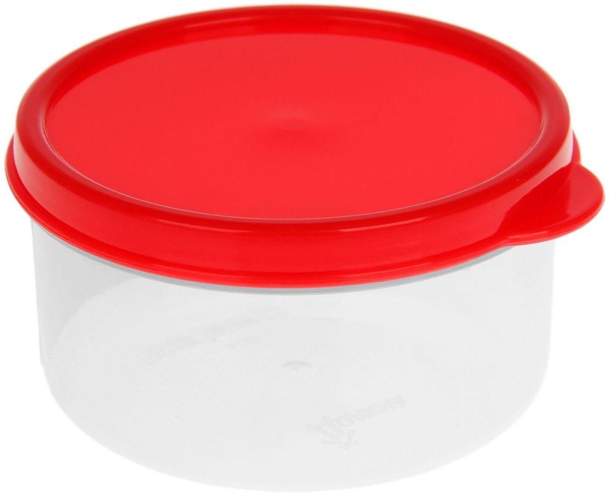Контейнер пищевой Доляна, круглый, цвет: красный, 150 мл1333816Если после вкусного обеда осталась еда, а насладиться трапезой хочется и на следующий день, ланч-бокс станет отличным решением данной проблемы!Такой контейнер является незаменимым предметом кухонной утвари, ведь у него много преимуществ:Простота ухода. Ланч-бокс достаточно промыть тёплой водой с небольшим количеством чистящего средства, и он снова готов к использованию.Вместительность. Большой выбор форм и объёма поможет разместить разнообразные продукты от сахара до супов.Эргономичность. Ланч-боксы очень легко хранить даже в самой маленькой кухне, так как их можно поставить один в другой по принципу матрёшки.Многофункциональность. Разнообразие цветов и форм делает возможным использование контейнеров не только на кухне, но и в других областях домашнего быта.Любители приготовления обеда на всю семью в большинстве случаев приобретают ланч-боксы наборами, так как это позволяет рассортировать продукты по всевозможным признакам. К тому же контейнеры среднего размера станут незаменимыми помощниками на работе: ведь что может быть приятнее, чем порадовать себя во время обеда прекрасной едой, заботливо сохранённой в контейнере?В качестве материала для изготовления используется пластик, что делает процесс ухода за контейнером ещё более эффективным. К каждому ланч-боксу в комплекте также прилагается крышка подходящего размера, это позволяет плотно и надёжно удерживать запах еды и упрощает процесс транспортировки.Однако рекомендуется соблюдать и меры предосторожности: не использовать пластиковые контейнеры в духовых шкафах и на открытом огне, а также не разогревать в микроволновых печах при закрытой крышке ланч-бокса. Соблюдение мер безопасности позволит продлить срок эксплуатации и сохранить отличный внешний вид изделия.Эргономичный дизайн и многофункциональность таких контейнеров — вот, что является причиной большой популярности данного предмета у каждой хозяйки. А в преддверии лета и дачного сезона такое приобрет