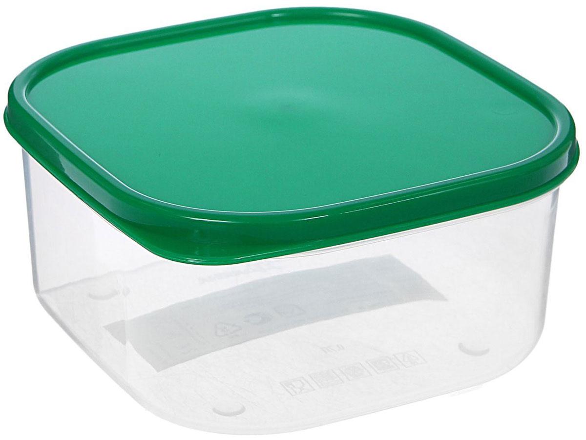Контейнер пищевой Доляна, цвет: прозрачный, зеленый, 700 мл459061200Если после вкусного обеда осталась еда, а насладиться трапезой хочется и на следующий день, пищевой контейнер Доляна станет отличным решением данной проблемы! Такой контейнер является незаменимым предметом кухонной утвари, ведь у него много преимуществ: Простота ухода. Ланч-бокс достаточно промыть теплой водой с небольшим количеством чистящего средства, и он снова готов к использованию. Вместительность. Большой выбор форм и объема поможет разместить разнообразные продукты от сахара до супов. Эргономичность. Ланч-боксы очень легко хранить даже в самой маленькой кухне, так как их можно поставить один в другой по принципу матрешки. Многофункциональность. Разнообразие цветов и форм делает возможным использование контейнеров не только на кухне, но и в других областях домашнего быта. Любители приготовления обеда на всю семью в большинстве случаев приобретают контейнеры наборами, так как это позволяет рассортировать продукты по всевозможным признакам. К тому же контейнеры среднего размера станут незаменимыми помощниками на работе: ведь что может быть приятнее, чем порадовать себя во время обеда прекрасной едой, заботливо сохраненной в контейнере? В качестве материала для изготовления используется пластик, что делает процесс ухода за контейнером еще более эффективным. К каждому ланч-боксу в комплекте также прилагается крышка подходящего размера, это позволяет плотно и надёжно удерживать запах еды и упрощает процесс транспортировки. Однако рекомендуется соблюдать и меры предосторожности: не использовать пластиковые контейнеры в духовых шкафах и на открытом огне, а также не разогревать в микроволновых печах при закрытой крышке контейнера. Соблюдение мер безопасности позволит продлить срок эксплуатации и сохранить отличный внешний вид изделия.