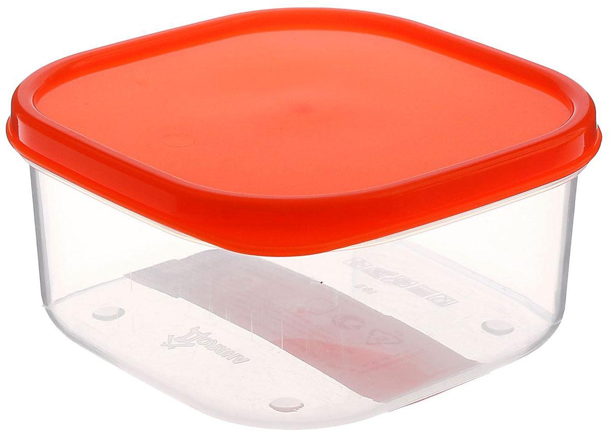 Контейнер пищевой Доляна, цвет: оранжевый, 400 мл1333854Если после вкусного обеда осталась еда, а насладиться трапезой хочется и на следующий день, ланч-бокс станет отличным решением данной проблемы! Такой контейнер является незаменимым предметом кухонной утвари, ведь у него много преимуществ: Простота ухода. Ланч-бокс достаточно промыть тёплой водой с небольшим количеством чистящего средства, и он снова готов к использованию. Вместительность. Большой выбор форм и объёма поможет разместить разнообразные продукты от сахара до супов. Эргономичность. Ланч-боксы очень легко хранить даже в самой маленькой кухне, так как их можно поставить один в другой по принципу матрёшки. Многофункциональность. Разнообразие цветов и форм делает возможным использование контейнеров не только на кухне, но и в других областях домашнего быта. Любители приготовления обеда на всю семью в большинстве случаев приобретают ланч-боксы наборами, так как это позволяет рассортировать продукты по всевозможным признакам. К тому же контейнеры среднего размера станут незаменимыми помощниками на работе: ведь что может быть приятнее, чем порадовать себя во время обеда прекрасной едой, заботливо сохранённой в контейнере? В качестве материала для изготовления используется пластик, что делает процесс ухода за контейнером ещё более эффективным. К каждому ланч-боксу в комплекте также прилагается крышка подходящего размера, это позволяет плотно и надёжно удерживать запах еды и упрощает процесс транспортировки. Однако рекомендуется соблюдать и меры предосторожности: не использовать пластиковые контейнеры в духовых шкафах и на открытом огне, а также не разогревать в микроволновых печах при закрытой крышке ланч-бокса. Соблюдение мер безопасности позволит продлить срок эксплуатации и сохранить отличный внешний вид изделия. Эргономичный дизайн и многофункциональность таких контейнеров — вот, что является причиной большой популярности данного предмета у каждой хозяйки. А в преддверии лета и дачного сезона такое приобр