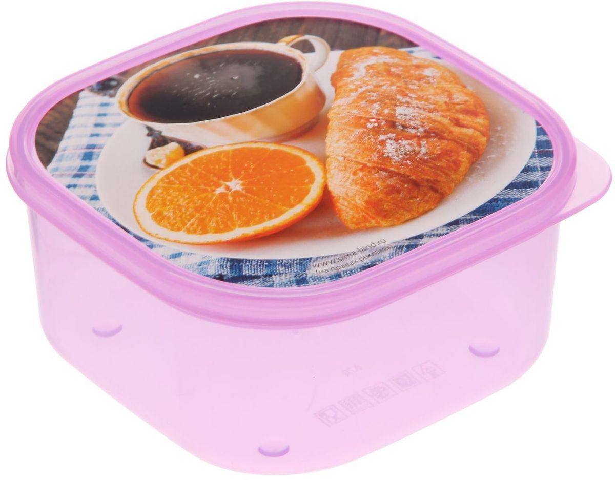 Ланч-бокс Доляна Завтрак, квадратный, 700 мл1699856Ланч-бокс Доляна изготовлен из прочного пищевого пластика. В комплекте прилагается крышка подходящего размера, которая плотно и надежно закрывается и упрощает процесс транспортировки.Такой контейнер является незаменимым предметом кухонной утвари, ведь у него много преимуществ:Простота ухода. Ланч-бокс достаточно промыть теплой водой с небольшим количеством чистящего средства.Вместительность. Изделие позволяет разместить разнообразные продукты от сахара до супов.Эргономичность. Ланч-боксы очень легко хранить даже в самой маленькой кухне, так как их можно поставить один в другой по принципу матрешки.Многофункциональность. Он пригодится, если после вкусного обеда осталась еда, а насладиться трапезой хочется и на следующий день. Можно использовать не только на кухне, но и для хранения различных бытовых предметов, а также брать с собой еду на работу или учебу.Не использовать пластиковые контейнеры в духовых шкафах и на открытом огне, а также не разогревать в микроволновых печах при закрытой крышке ланч-бокса.