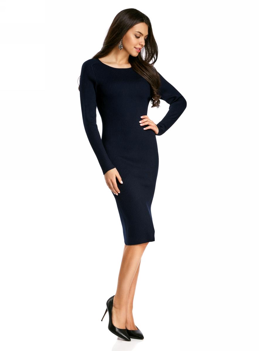 Платье oodji Collection, цвет: темно-синий. 73912207-2B/24525/7900N. Размер XL (50)73912207-2B/24525/7900NВязаное платье в рубчик от oodji выполнено из вискозной пряжи с добавлением полиамида. Модель длины миди с длинными рукавами и круглым вырезом горловины.