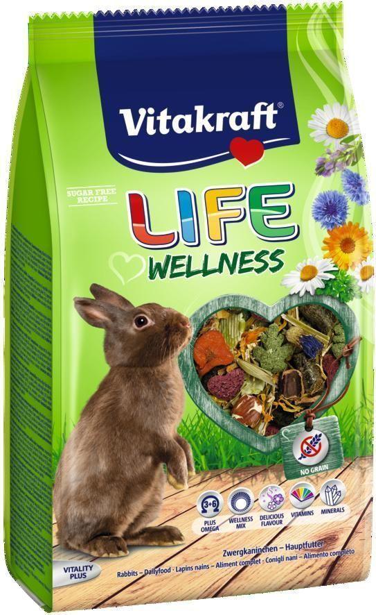 Корм для кроликов Vitakraft Life Wellness, 600 г25885Корм для кроликов обеспечивает необходимыми витаминами и микроэлементами. Без злаков, идеален для кроликов с чувствительным пищеварением. Сырая клетчатка способствует улучшению пищеварения и стачиванию зубов, Омега 3 и 6 жирные кислоты поддерживают здоровье кожи и шерсти. Содержит компоненты, уменьшающие неприятный запах. Состав: растительные субпродукты, злаки, овощи, фрукты, экстракт петрушки, семена (2,5% льняное семя), сахар, цветы подсолнечника (0,7%), цветы ромашки (0,5%), патока, солод, минералы. Витамины: А, Д3, Е, С, группы В. Товар сертифицирован.