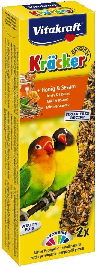 Крекеры для средних африканских попугаев Vitakraft, с медом, 2 шт21288Крекер содержит жизненно необходимые минералы и витамины. Мотивирует птицу самостоятельно добывать себе зерно, как в дикой природе. Натуральная деревянная палочка и зажим для крепления в клетке делают лакомство полезным и удобным в использовании. Состав: зерно, семена, мед, растительные и минеральные вещества.Анализ состава: 13,4% протеин, 12,6% жиры, 9,7% клетчатка, 5,8% зола, 9% влажность, 49,5% углеводу, 1,21% кальций, 0,56% фосфор.Витамины А, Д3, Е, калий, кальций, железо, натрий. Товар сертифицирован.