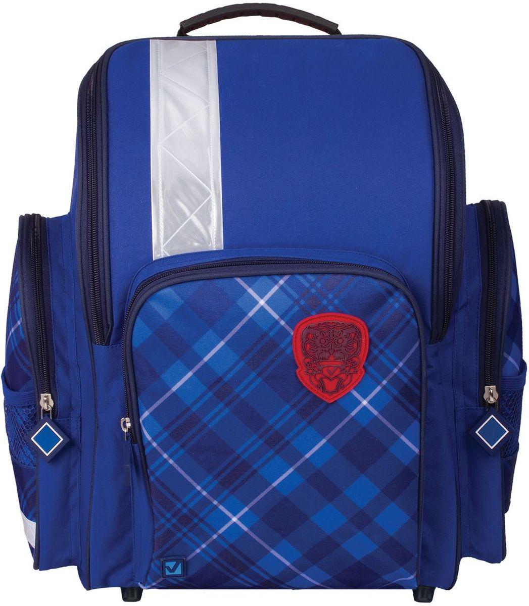 Brauberg Ранец школьный Оксфорд226276Школьный ранец Brauberg Оксфорд предназначен для мальчиков 7-10 лет. Ранец выполнен в лаконичном стиле, на переднем кармане расположена резиновая нашивка с логотипом. Такая модель будет универсально смотреться как со школьной формой, так и с любой другой одеждой.Содержит ранец одно вместительное отделение, закрывающееся на застежку-молнию с двумя бегунками, а также два боковых кармана на молнии. Лицевая сторона оснащена накладным карманом на застежке-молнии.Формоустойчивая спинка выполнена из EVA. Прочное дно с пластиковыми ножками обеспечивает ранцу хорошую устойчивость.Мягкие анатомические лямки позволяют легко и быстро отрегулировать ранец в соответствии с ростом. Ранец оснащен ручкой с резиновой насадкой для удобной переноски в руке. Светоотражающие элементы не оставят незамеченным вашего ребенка в темное время суток.Вес ранца - 680 г.