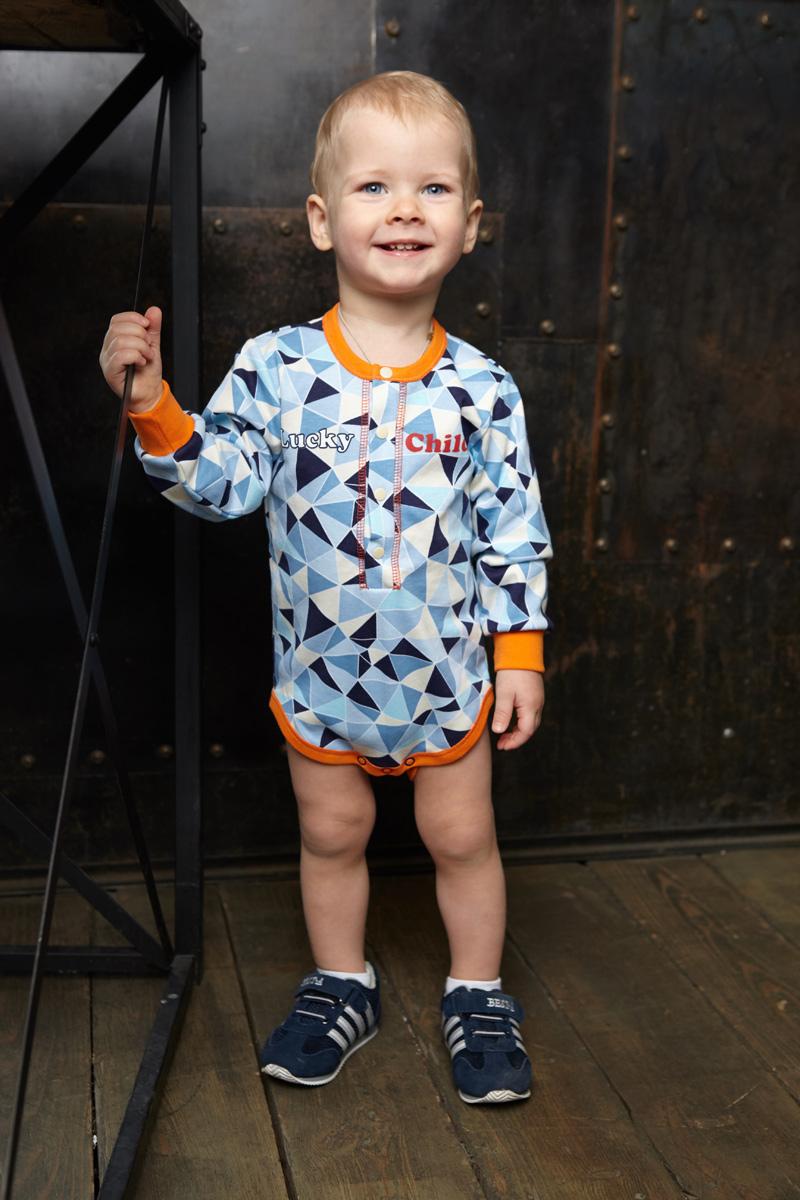 Боди для мальчика Lucky Child, цвет: голубой, синий. 32-19. Размер 56/6232-19Боди для мальчика Lucky Child с запахом и длинными рукавами послужит идеальным дополнением к гардеробу малыша, обеспечивая ему наибольший комфорт. Боди изготовлено из натурального хлопка, благодаря чему оно необычайно мягкое и легкое, не раздражает нежную кожу ребенка и хорошо вентилируется, а эластичные швы приятны телу малыша и не препятствуют его движениям.Удобные застежки-кнопки спереди и на ластовице помогают легко переодеть младенца и сменить подгузник. Боди спереди оформлено ярким оригинальным принтом. Вырез горловины, низ рукавов и проймы для ножек дополнены эластичной резинкой. Боди полностью соответствует особенностям жизни малыша в ранний период, не стесняя и не ограничивая его в движениях. В нем ваш ребенок всегда будет в центре внимания.