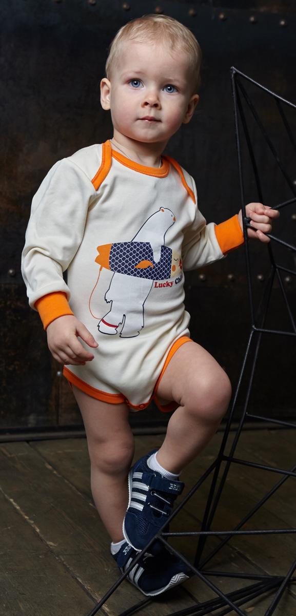 Боди для мальчика Lucky Child, цвет: молочный. 32-19. Размер 74/8032-19Боди для мальчика Lucky Child с запахом и длинными рукавами послужит идеальным дополнением к гардеробу малыша, обеспечивая ему наибольший комфорт. Боди изготовлено из натурального хлопка, благодаря чему оно необычайно мягкое и легкое, не раздражает нежную кожу ребенка и хорошо вентилируется, а эластичные швы приятны телу малыша и не препятствуют его движениям.Удобные застежки-кнопки спереди и на ластовице помогают легко переодеть младенца и сменить подгузник. Боди спереди оформлено ярким оригинальным принтом. Вырез горловины, низ рукавов и проймы для ножек дополнены эластичной резинкой. Боди полностью соответствует особенностям жизни малыша в ранний период, не стесняя и не ограничивая его в движениях. В нем ваш ребенок всегда будет в центре внимания.