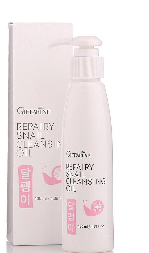 Giffarine Очищающее масло с фильтратом улитки, 130 мл11010Масло тщательно очищает кожу от загрязнений и снимает макияж, при этом не нарушает баланс кожного покрова, оставляет кожу увлажненной. Обогащённое фильтратом секреции улитки из Кореи и экстрактом дрожжей (бета-глюкан) помогает питатькожу после воздействия загрязнений и ультрафиолетовых лучей. Способствует укреплению и восстановлению здоровой кожи. Фильтрат секреции улитки восстанавливает водный баланс кожи, освежает ее, уменьшает мелкие морщины. Экстракт дрожжей (бета-глюкан) обеспечивает защиту кожи от загрязняющих веществ, очищает кожу, устраняет сухость и способствует выработке коллагена. Имеет легкий эффект лифтинга и разглаживания, делает кожу более эластичной и гладкой, придавая ей сияние и молодость.