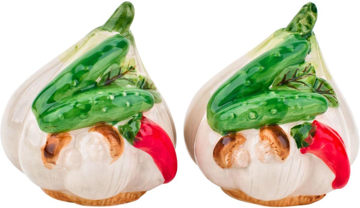 Набор для специй Elff Decor Бабушкины соленья, 2 предмета200-020Набор Бабушкины соленья сделан из высококачественной керамики и очень приятен на ощупь, а теплота, с которой сделан каждый предмет, передастся вам хорошим настроением на целый день. Бабушкины соленья - глоток свежего летнего утра на вашей кухне в любое время года!