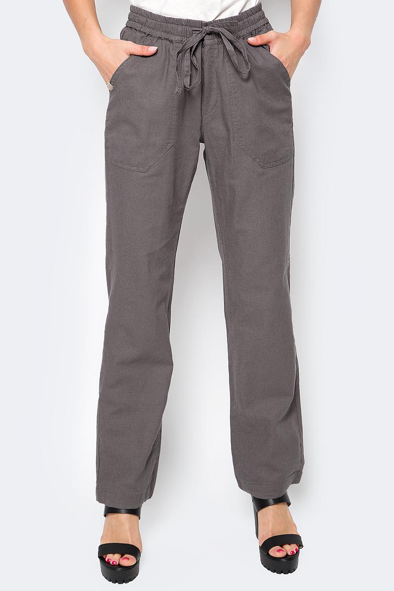 Брюки женские Luhta, цвет: серый. 737742393LV. Размер 32 (40)737742393LVСтильные женские брюки Luhta выполнены из высококачественного материала. Модель стандартной посадки в талии дополнена эластичной резинкой и шнурком. Спереди брюки дополнены двумя накладными карманами. Сзади также есть два накладных кармана.