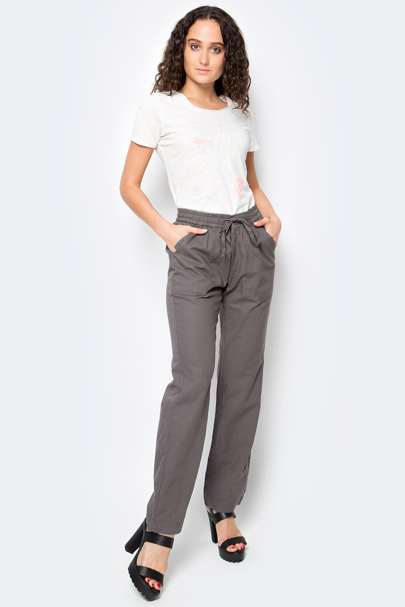 Брюки женские Luhta, цвет: серый. 737742393LV. Размер 36 (44)737742393LVСтильные женские брюки Luhta выполнены из высококачественного материала. Модель стандартной посадки в талии дополнена эластичной резинкой и шнурком. Спереди брюки дополнены двумя накладными карманами. Сзади также есть два накладных кармана.