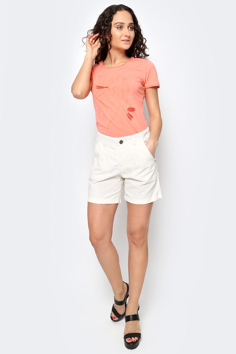 Шорты женские Luhta, цвет: белый. 737743393LV. Размер 42 (50)737743393LVСтильные женские шорты Luhta выполнены из высококачественного материала. Модель стандартной посадки застегивается на пуговицу в поясе и ширинку на застежке-молнии. Пояс имеет шлевки для ремня. Спереди брюки дополнены втачными карманами.