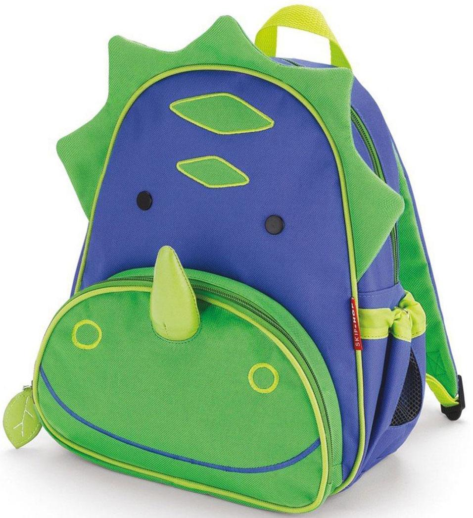Skip Hop Рюкзак дошкольный ДинозаврSH 210214Дошкольный рюкзак Skip Hop каждый день будет радовать вашего малыша, вызывать улыбки у прохожих и зависть у сверстников. С ним можно ходить в детский сад, на прогулку, в гости к бабушке или ездить на экскурсии.Рюкзак имеет одно основное отделение на застежке-молнии, в которое легко поместятся книжка, альбом для рисования, краски, фломастеры, любимая игрушка и контейнер с едой, а кармашек сбоку предназначен специально для бутылочки с водой. Передний карман на молнии предназначен для мелких вещей.Рюкзак оснащен ручкой для переноски в руках и лямками регулируемой длины.