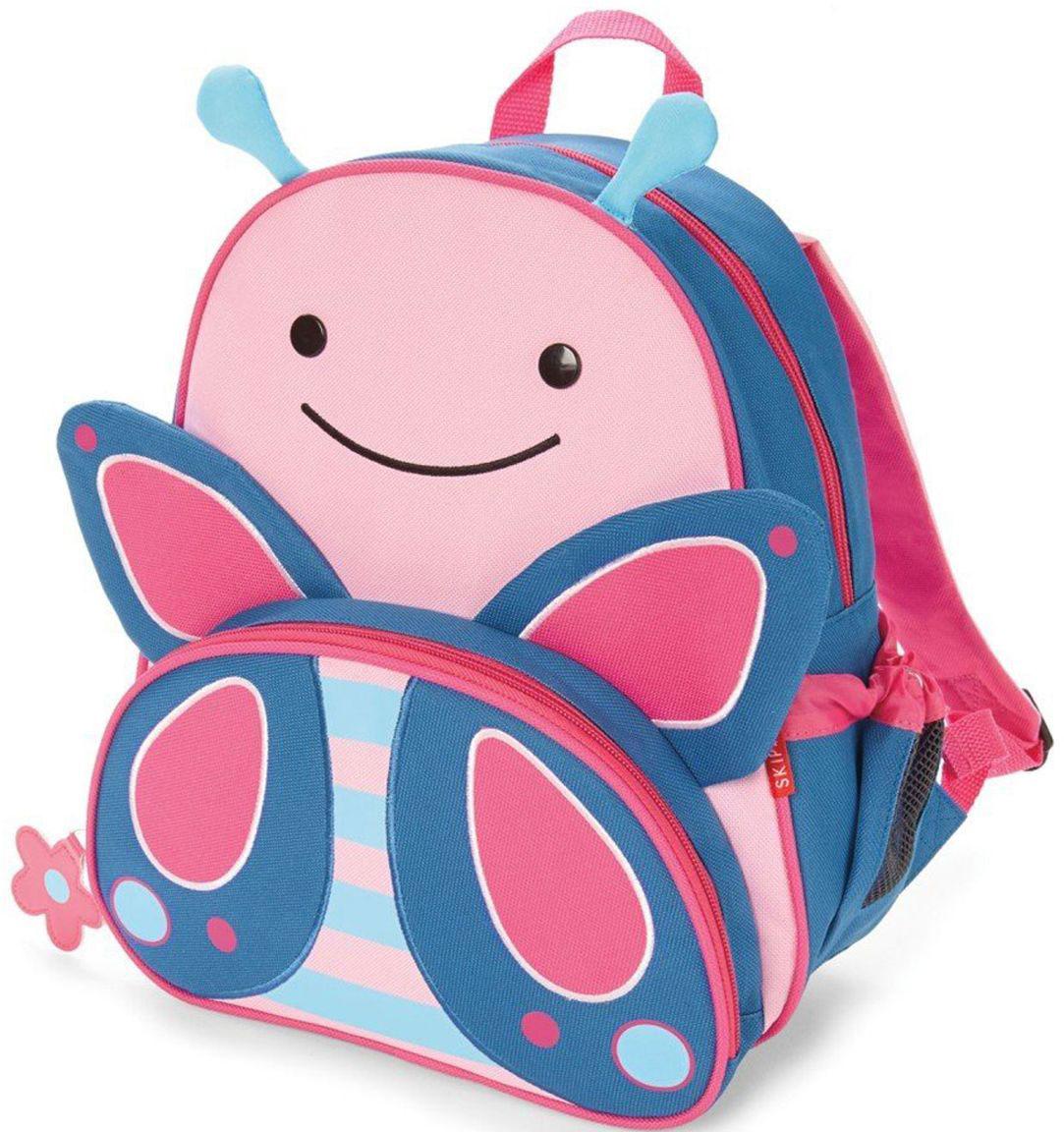 Skip Hop Рюкзак дошкольный БабочкаSH 210225Дошкольный рюкзак Skip Hop каждый день будет радовать вашего малыша, вызывать улыбки у прохожих и зависть у сверстников. С ним можно ходить в детский сад, на прогулку, в гости к бабушке или ездить на экскурсии.Рюкзак имеет одно основное отделение на застежке-молнии, в которое легко поместятся книжка, альбом для рисования, краски, фломастеры, любимая игрушка и контейнер с едой, а кармашек сбоку предназначен специально для бутылочки с водой. Передний карман на молнии предназначен для мелких вещей.Рюкзак оснащен ручкой для переноски в руках и лямками регулируемой длины.