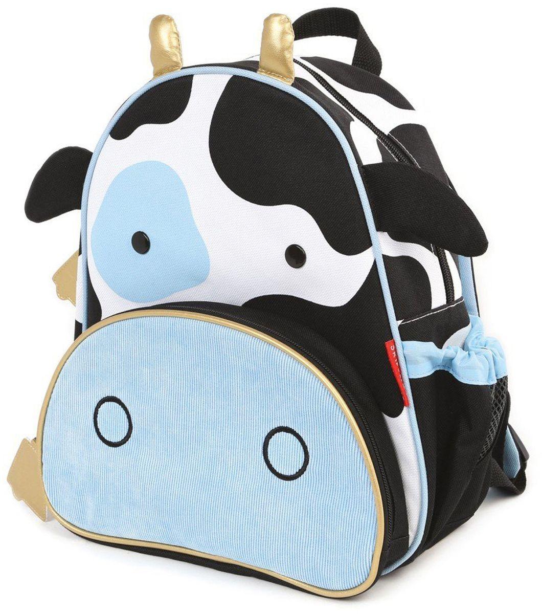 Skip Hop Рюкзак дошкольный КороваSH 210226Дошкольный рюкзак Skip Hop каждый день будет радовать вашего малыша, вызывать улыбки у прохожих и зависть у сверстников. С ним можно ходить в детский сад, на прогулку, в гости к бабушке или ездить на экскурсии.Рюкзак имеет одно основное отделение на застежке-молнии, в которое легко поместятся книжка, альбом для рисования, краски, фломастеры, любимая игрушка и контейнер с едой, а кармашек сбоку предназначен специально для бутылочки с водой. Передний карман на молнии предназначен для мелких вещей.Рюкзак оснащен ручкой для переноски в руках и лямками регулируемой длины.