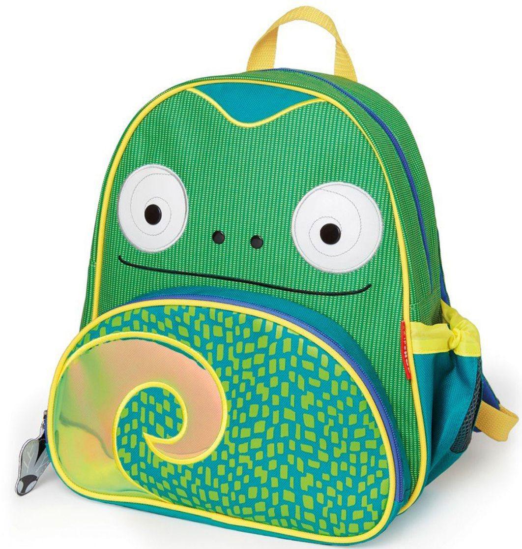Skip Hop Рюкзак дошкольный ХамелеонSH 210228Дошкольный рюкзак Skip Hop каждый день будет радовать вашего малыша, вызывать улыбки у прохожих и зависть у сверстников. С ним можно ходить в детский сад, на прогулку, в гости к бабушке или ездить на экскурсии.Рюкзак имеет одно основное отделение на застежке-молнии, в которое легко поместятся книжка, альбом для рисования, краски, фломастеры, любимая игрушка и контейнер с едой, а кармашек сбоку предназначен специально для бутылочки с водой. Передний карман на молнии предназначен для мелких вещей.Рюкзак оснащен ручкой для переноски в руках и лямками регулируемой длины.