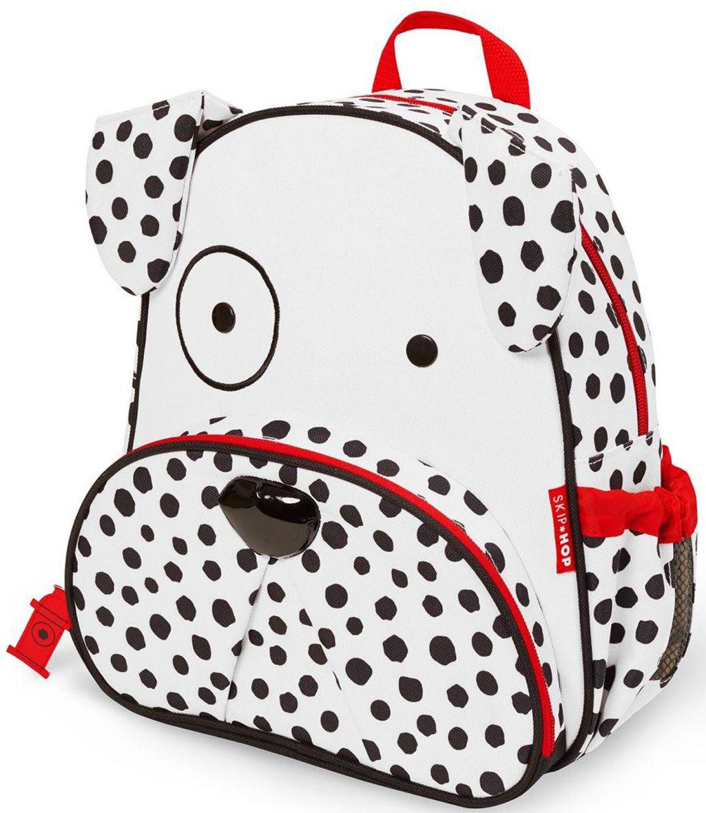 Skip Hop Рюкзак дошкольный ДалматинецSH 210239Дошкольный рюкзак Skip Hop каждый день будет радовать вашего малыша, вызывать улыбки у прохожих и зависть у сверстников. С ним можно ходить в детский сад, на прогулку, в гости к бабушке или ездить на экскурсии.Рюкзак имеет одно основное отделение на застежке-молнии, в которое легко поместятся книжка, альбом для рисования, краски, фломастеры, любимая игрушка и контейнер с едой, а кармашек сбоку предназначен специально для бутылочки с водой. Передний карман на молнии предназначен для мелких вещей.Рюкзак оснащен ручкой для переноски в руках и лямками регулируемой длины.