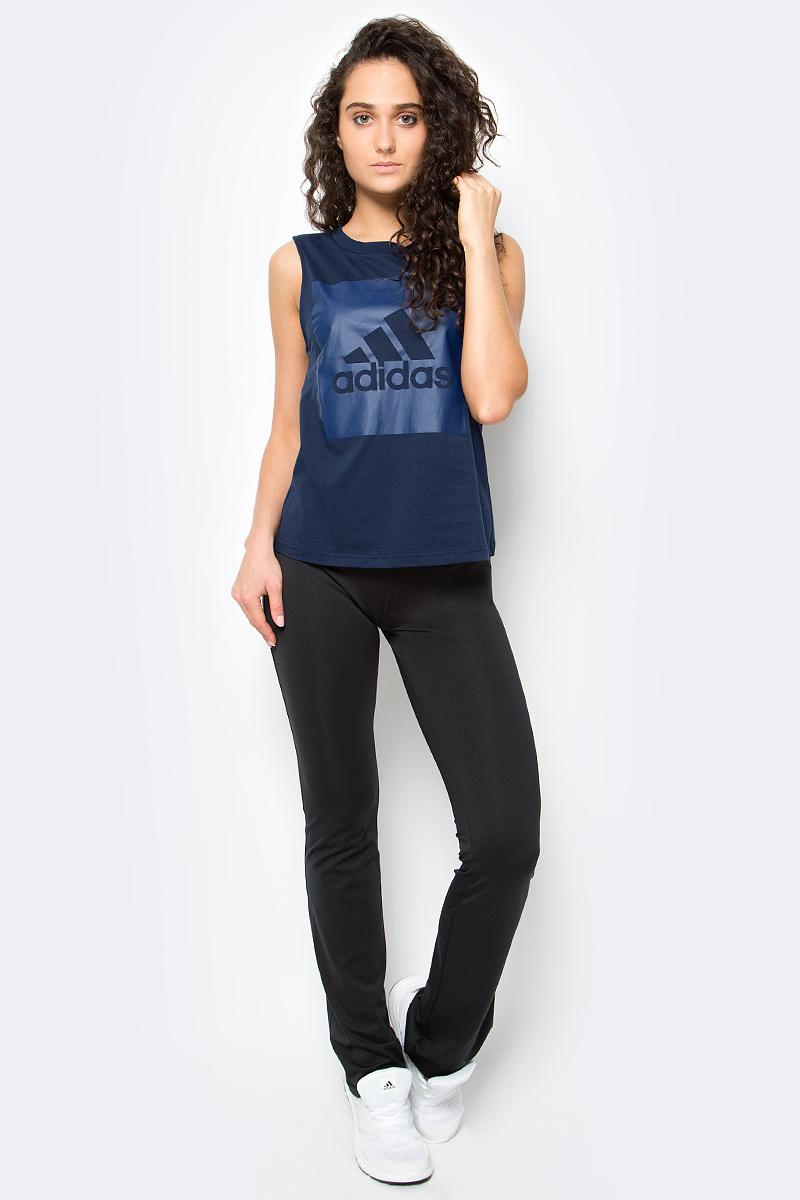 Майка женская Adidas Ess Logo Sl Tee, цвет: темно-синий. S97225. Размер XS (40/42)S97225Майка Ess Logo Sl Tee от adidas выполнена из натуральной хлопковой ткани, которая комфортна к телу и свободно пропускает воздух. Модель прямого кроя с круглым воротом украшена большим принтом с фирменным логотипом adidas. Внутренний шов ворота обработан тесьмой.