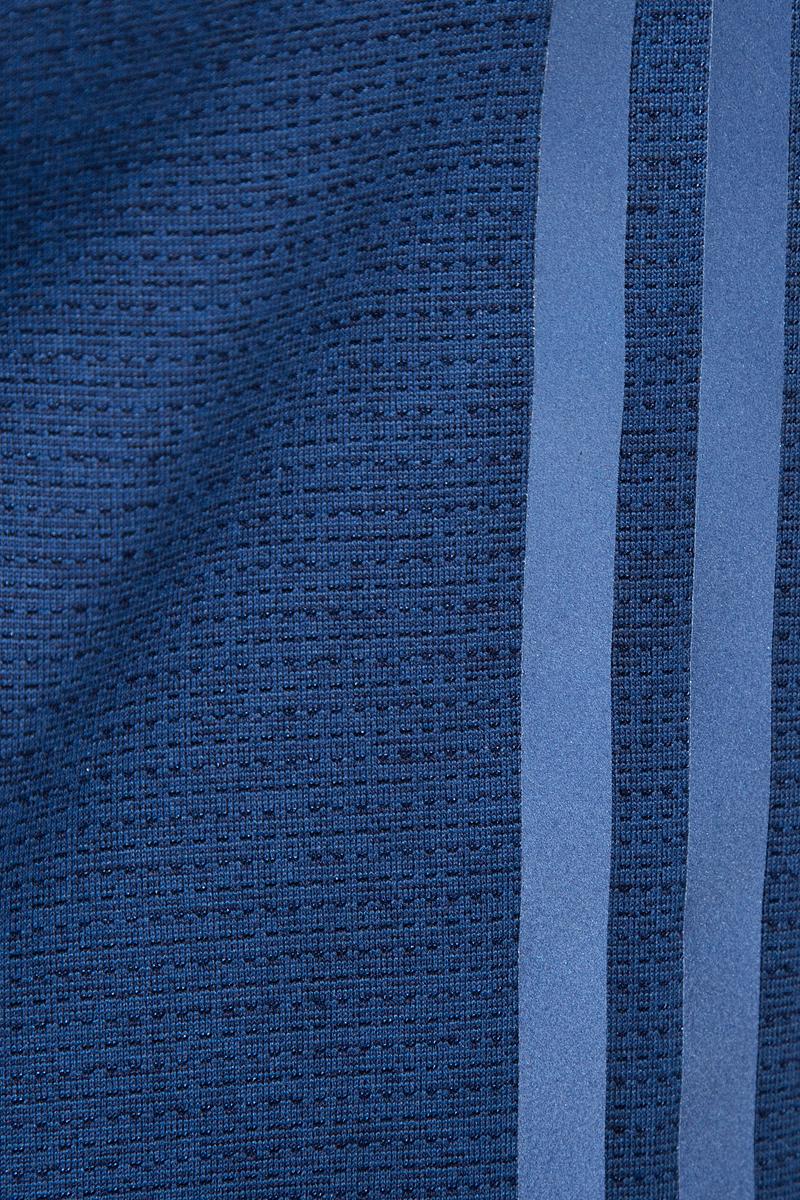 Внеси разнообразие в свои пробежки с этой женской майкой. Материал с технологией climalite эффективно отводит излишки влаги. Контрастный дизайн сочетает текстурный узор на лицевой стороне и боковых панелях с однотонными плечами и спинкой. Светоотражающие полосы спереди и сзади, сделает вас различимой на дороге в темное время суток.Майка имеет глубокий круглый ворот, внутренний шов ворота обработан контрастной светоотражающей бейкой, майка имеет перекрестные лямки.
