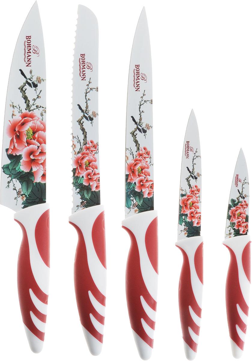 Набор ножей Bohmann, цвет: красный, белый, 5 предметов. 5218/1BH5218/1BH_красный, белыйНабор ножей Bohmann включает нож шеф-повара, нож для хлеба, нож для мяса, нож универсальный, нож для чистки овощей. Лезвия ножей выполнены из нержавеющей стали с цветным покрытием Non-Stick, которое предотвращает прилипание продуктов. Лезвия легко моются, не ржавеют, не оставляют запаха металла на еде, устойчивы к царапинам. Покрытие не выгорает и не шелушится в повседневном использовании. Рукоятки ножей выполнены из пластика, прорезиненные вставки обеспечивают комфортный хват и безопасность.Ножи имеют красочный привлекательный внешний вид. Они дополнят интерьер вашей кухни и помогут в ежедневном приготовлении пищи.Длина лезвия ножа для чистки овощей: 9 см.Длина лезвия универсального ножа: 13 см.Длина лезвия ножа для мяса: 20 см.Длина лезвия ножа для хлеба: 20 см.Длина лезвия ножа шеф-повара: 20 см.Длина ножа для чистки овощей: 20 см.Длина универсального ножа: 24 см.Длина ножа для мяса: 33 см.Длина ножа для хлеба: 33 см.Длина ножа шеф-повара: 33 см.