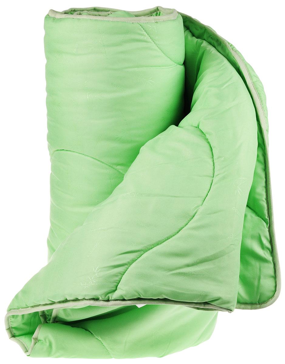Одеяло легкое Легкие сны Тропикана, наполнитель: бамбуковое волокно, цвет: зеленый, 200 х 220 см200(40)07-БВО_зеленыйЛегкое одеяло Легкие сны Тропикана с наполнителем из бамбукового волокна обладает множеством преимуществ. Оно воплощает в себе все лучшие качества природного и экологически безопасного материала. Его наполнитель хорошо сохраняет тепло и пропускает воздух, что позволяет использовать такое одеяло круглый год.Волокно бамбука - это натуральный материал, добываемый из стеблей растения. Он обладает способностью быстро впитывать и испарять влагу, а также антибактериальными свойствами, что препятствует появлению пылевых клещей и болезнетворных бактерий. Изделия с наполнителем из бамбука отличаются превосходными дезодорирующими свойствами, мягкие, легкие, простые в уходе, гипоаллергенные и подходят абсолютно всем. Чехол одеяла выполнен из микрофибры белого цвета с тиснением в виде растительного рисунка. Одеяло простегано и окантовано. Стежка надежно удерживает наполнитель внутри и не позволяет ему скатываться. Можно стирать в стиральной машине.Плотность наполнителя: 200 г/м2.
