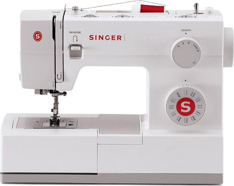 Singer Supera 5523 швейная машинаSUPERA 552323 швейных операции: 6 основных, 4 эластичных и 12 декоративных строчек, а также 1 автоматическая петля - идеально подойдет для рукоделия, домашнего декора, шитья одежды и многого другого! 1100 стежков в минуту: шьет быстрее большинства швейных машин. Автоматический нитевдеватель: после выполнения инструкции по заправке верхней нити, напечатанной прямо на машине, эта функция поможет продеть нить в ушко иглы, не напрягая Ваши глаза! Выполняет бельевую петлю в автоматическом режиме с помощью нажатия одной клавиши. Мотор на 60% мощнее, чем двигатель стандартной швейной машины, что позволяет прошивать сверхтяжелые ткани с легкостью. Игольная пластина из нержавеющей стали обеспечивает легкое и беспрепятственное скольжение ткани. Легкая заправка нижней нити: шпулька с нитью вставляется горизонтально, а прозрачная крышка позволяет легко контролировать остаток нити. Моментальная замена лапки без отверток - лапку можно поменять за мгновение одним нажатием кнопки. Внутренний каркас швейной машины изготовлен из прочного металла. Эта жесткая станина несет на себе все механизмы, очень хорошо подавляет вибрации при работе и повышает общую прочность машины. Аксессуары удобно хранятся под рукой в съемном ящичке машины. Съемная рукавная платформа обеспечивает удобную обработку манжет, воротников и других трубчатых изделий. Дополнительный подъем прижимной лапки: рычаг подъема прижимной лапки имеет два положения. Если с усилием поднять рычаг в верхнее положение, будет удобно разместить несколько слоев ткани под лапкой. Регулируемое давление прижимной лапки: шейте от легких до тяжелых тканей, с легкостью регулируя давление лапки на ткань. Верхнее/нижнее положение транспортера: возможность опустить транспортер ткани с помощью переключателя для шитья в технике свободного передвижения. Регулируемая ширина строчки до 6 мм. При шитье декоративных или атласных строчек, швы будут красивее и более ярко выражены. 3 позиции иглы: положение иглы относит