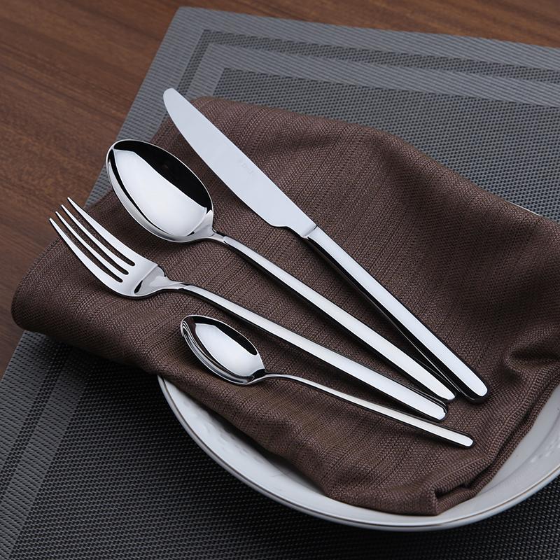 Набор столовых приборов DJ Tableware, 24 предмета. DJ-10226DJ-10226Набор DJ Tableware, выполненный из высококачественной нержавеющей стали, состоит из 24 предметов: 6 столовых ножей, 6 столовых ложек, 6 столовых вилок и 6 чайных ложек. Он прекрасно подойдет для сервировки стола как дома, так и на даче и всегда будет важной частью трапезы, а также станет замечательным подарком. Длина ножа: 23 см. Длина лезвия ножа: 11 см.Длина столовой ложки: 20,5 см.Размер рабочей части столовой ложки: 6 х 4 см.Длина вилки: 20,5 см. Размер рабочей части вилки: 6 х 2,5 см.Длина чайной ложки: 14,5 см. Размер рабочей части чайной ложки: 4,5 х 3 см.