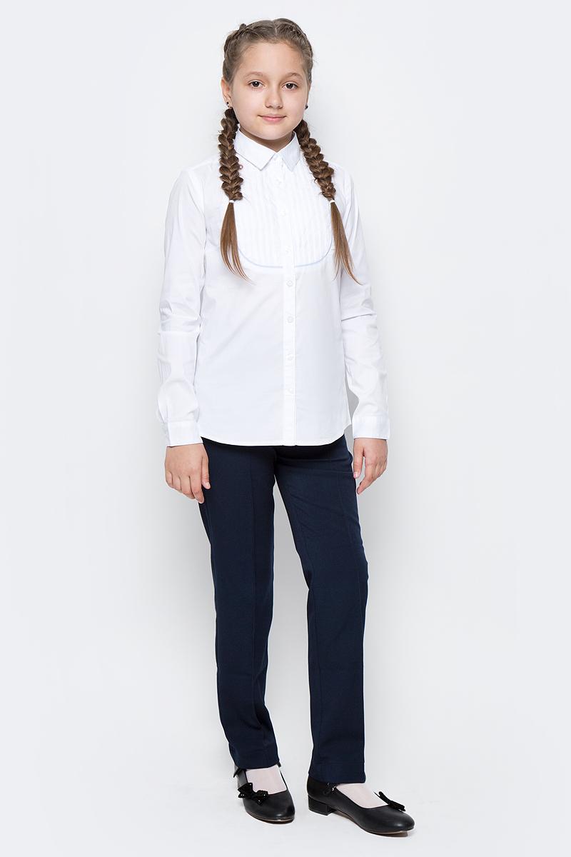 Блузка для девочки Gulliver, цвет: белый. 217GSGC2213. Размер 152217GSGC2213Какими должны быть красивые блузки для девочек? Приталенными или прямыми, строгими или с декором, с рисунком или без? Школьные блузки могут быть разными! В том числе, свободного силуэта, которые можно носить навыпуск. Школьная блузка с элегантным декором сделает образ свежим, интересным, необычным и подарит бесконечный комфорт. К тому же, она идеально подходит девочкам с нестандартной фигурой, гарантируя прекрасный внешний вид и уверенность в себе.