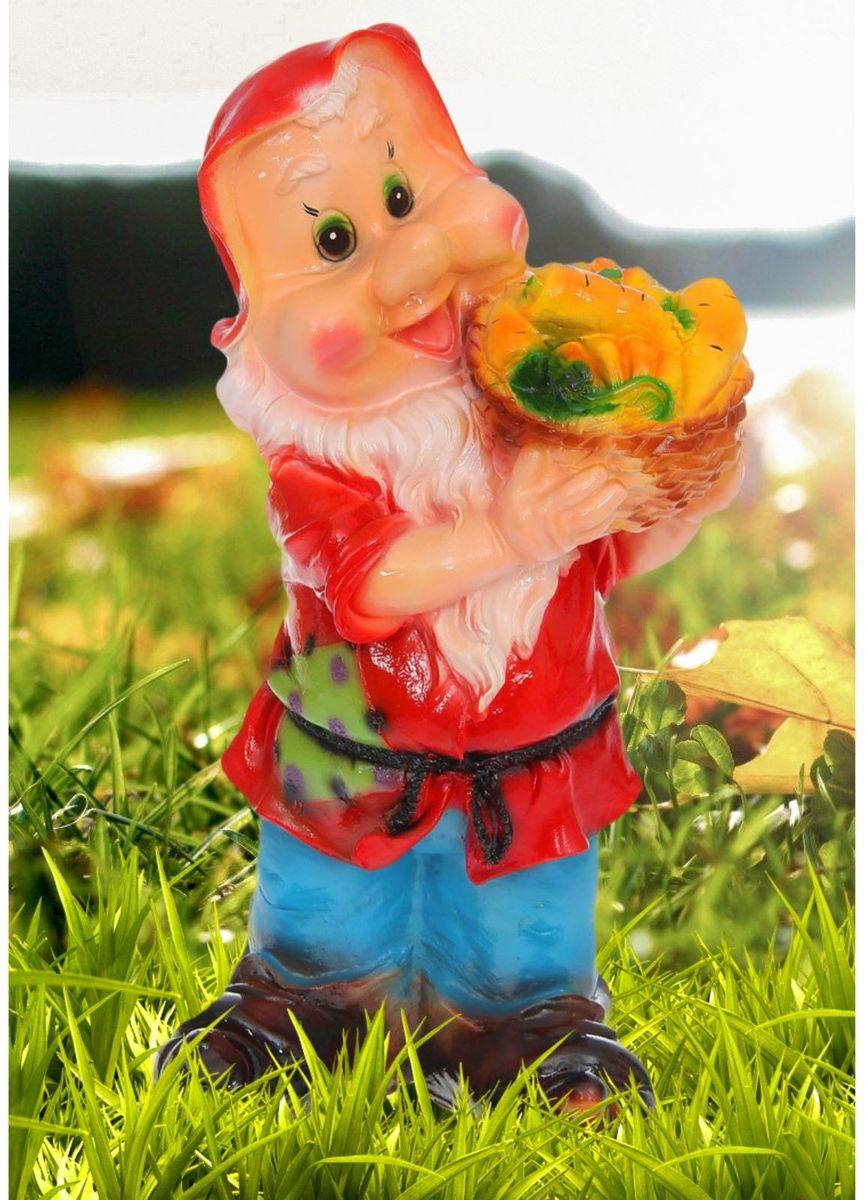 Фигура садовая Гном с овощами, цвет: красный, 25 х 35 х 65 см1169185