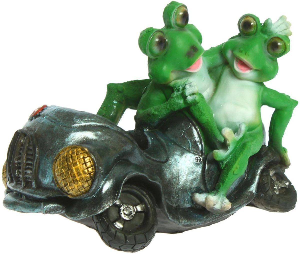 Фигура садовая Лягушки около автомобиля, 34 х 22 х 24 см фигура садовая утка в гнезде 34 х 24 х 26 см