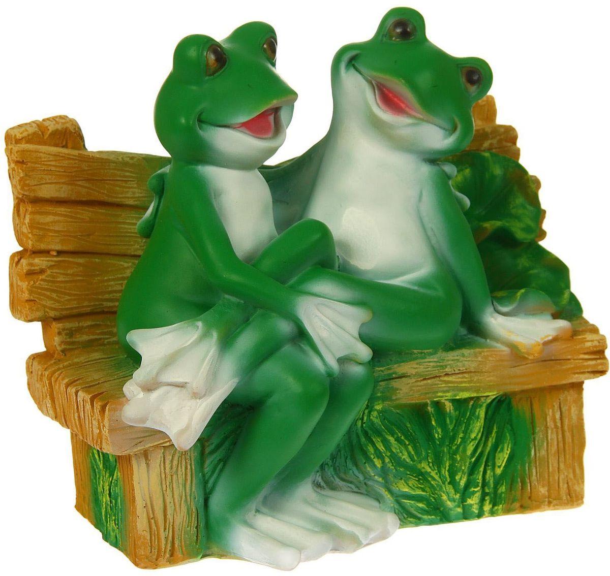 Фигура садовая Пара сидящих лягушек на лавке, 20 х 31 х 28 см1259553