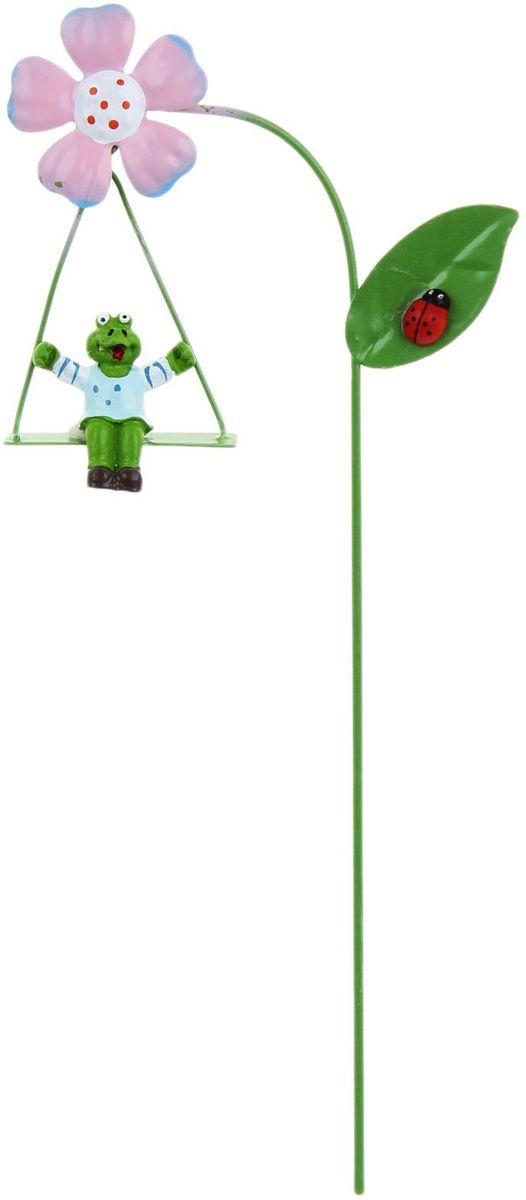Украшение декоративное садовое Лягушка на качелях, цвет: зеленый, розовый, 9 х 27 см1262122Декоративное садовое украшение Лягушка на качелях, изготовлено из металла и представляет собой палочку с цветком и фигуркой лягушки на качелях. Декоративная садовая фигурка внесет завершающий штрих при создании ландшафтного дизайна дачного или приусадебного участка. Она позволит создать оригинальную декорацию и почувствовать себя среди живой природы. Кроме этого, веселая и незатейливая, она поднимет настроение вам, вашим друзьям и родным. Размер: 9 х 27 см.
