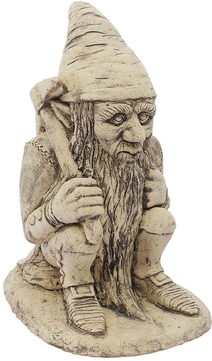 Фигура садовая Керамика ручной работы Гном, 42 х 33 х 55 см1608111 Садовая фигура Гном — настоящая находка для садоводов. Это замечательное изделие, словно претерпевшее влияние времени, станет изысканной деталью вашего участка.Фигура выполнена исключительно из шамотной глины, которая делает её:абсолютно нетоксичнойустойчивой к воздействию окружающей среды (морозостойкой)устойчивой к изменению цвета и структуры (не шелушится и не облезает). При декорировании используются только качественные пигменты. Глина обжигается в два этапа: утилитный (900 °С) с последующим декорированием и политой (1100 °С). Такая технология придаёт изделию необходимую крепость.