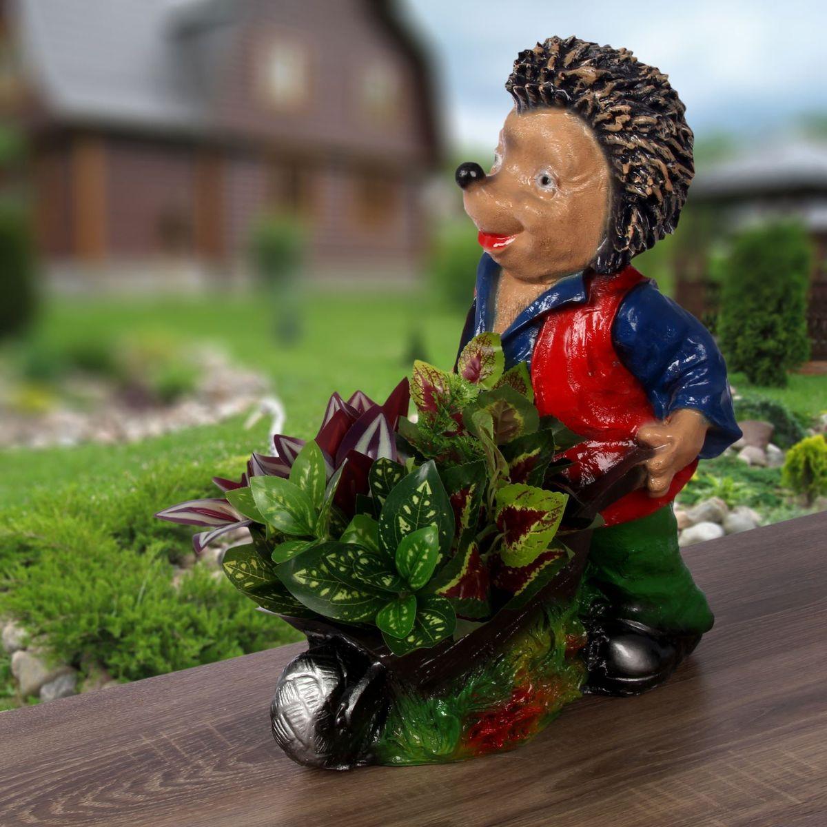 Фигура садовая Фабрика Эталон Ежик с тачкой, 38 х 23 х 45 см2334179Создайте настроение в любимом саду: украсьте его оригинальным декором - садовой фигурой. Представители фауны разнообразят ландшафт. Сделайте свой сад неповторимым. Садовая фигура Фабрика Эталон Ежик с тачкой изготовлена из полистоуна, который представляет собой искусственный камень, сочетающий лучшие качества природных материалов.Этот материал не выцветает на солнце, даже если находится под воздействием ультрафиолета круглый год, абсолютно безопасен для здоровья человека и окружающей среды. Искусственный камень имеет низкую пористость, поэтому ему не страшна влага и на нем не появятся трещины.Фигура из полистоуна придаст участку живой и неповторимый вид, станет отличным подарком к празднику, удачно впишется в любой сад и подчеркнет индивидуальность владельца загородного дома. Уход за такими изделиями очень прост: достаточно протирать их влажной тряпочкой.Садовая фигура будет хранить красоту сада долгие годы.