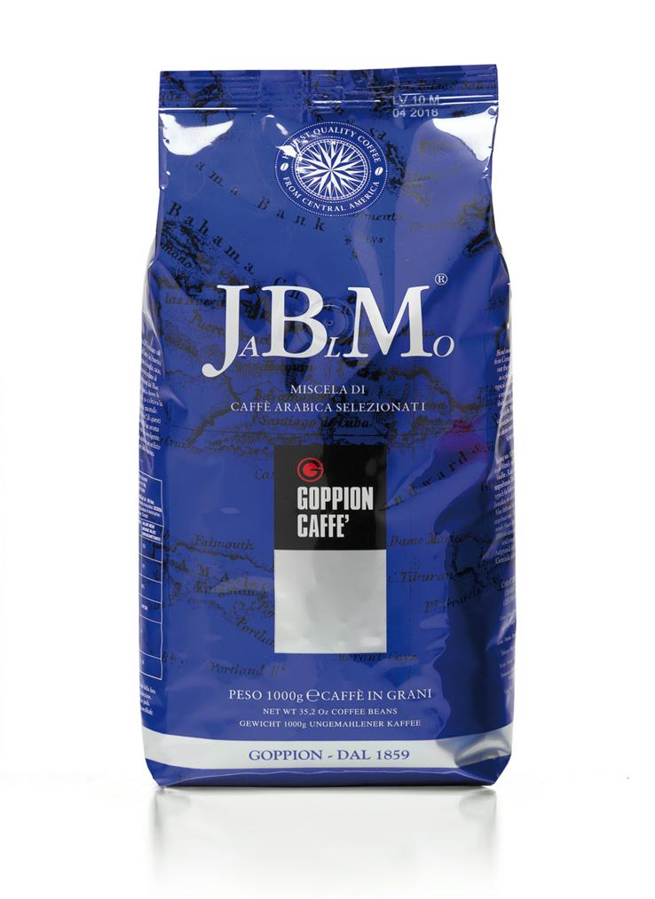 Goppion Caffe JBM, кофе в зернах, 1 кг0120710Смесь, состоящая из 100% Арабики из Центральной и Южной Америки, включающие изысканный и знаменитый кофе Ямайка Блу Маунтин, который экспортируется в ограниченных количествах. Мягкий и сладкий вкус с шоколадным послевкусием и легким цветочным оттенком.