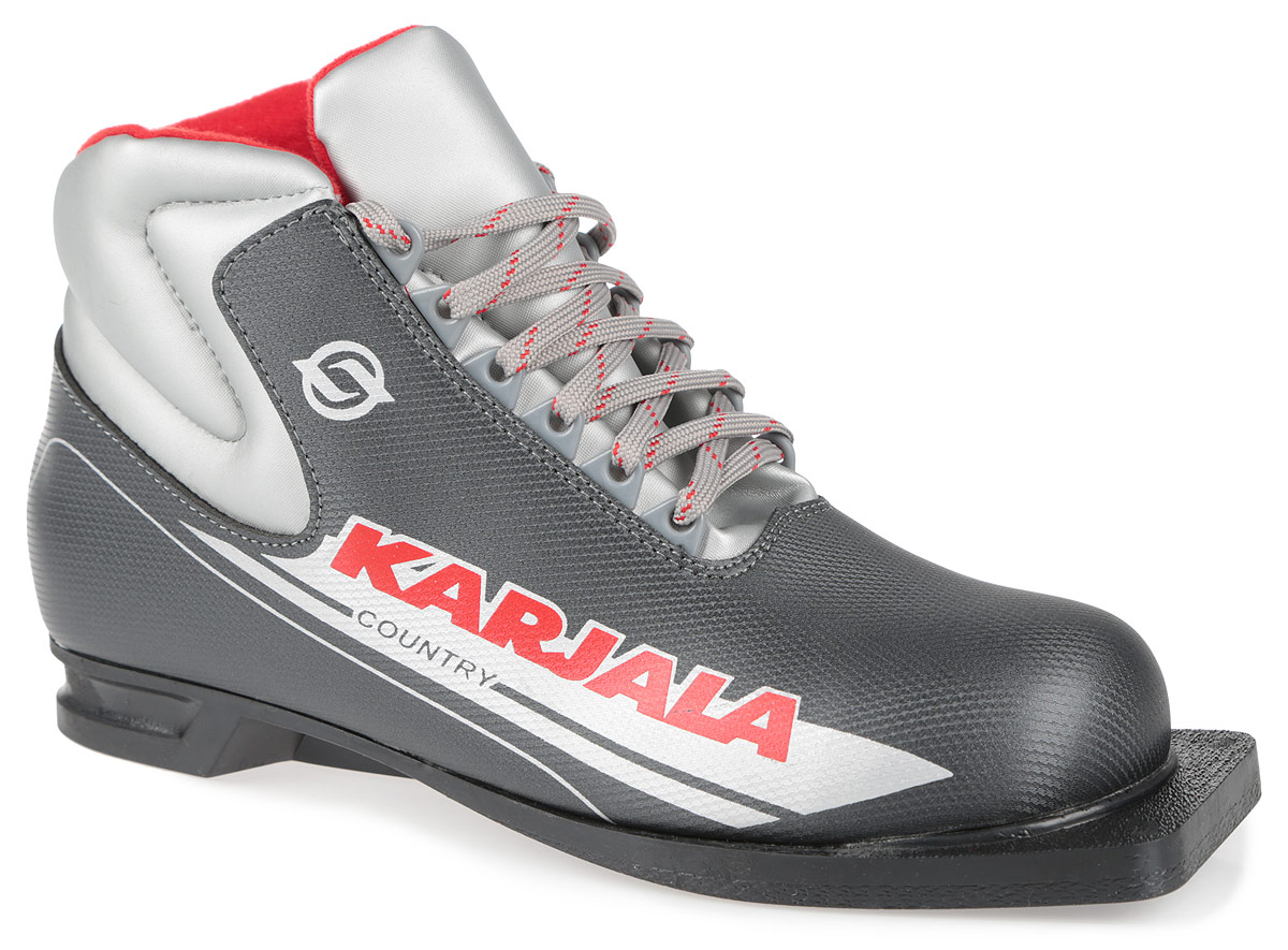 Ботинки лыжные Karjala Country, 75 мм, цвет: серый. Размер 45S75215Ботинки для беговых лыж Country предназначены для классического стиля. Модель изготовлена из высококачественного синтетического морозостойкого материала и имеет утеплитель из меха и капровелюра, благодаря чему ваши ноги всегда будут в тепле. Вставки в мысовой и пяточной частях обеспечивают дополнительную жесткость, позволяя дольше сохранять первоначальную форму ботинка и предотвращать натирание и наминание стопы.Ботинки снабжены шнуровкой с пластиковыми петлями и язычком-клапаном, который защищает от попадания снега и влаги. Подошва шириной 75 мм из двухкомпонентной резины является надежной, и весьма простая система крепежа позволяет безбоязненно использовать ботинок до -30°С.